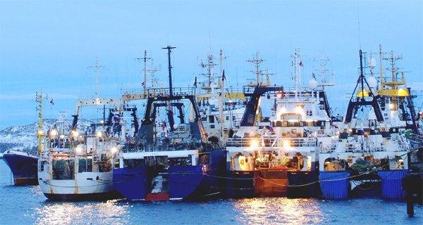 Russian trawlers (BarentsObserver)